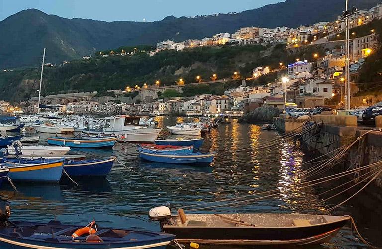 Barche-dei-pescatori-al-porto-di-Scilla