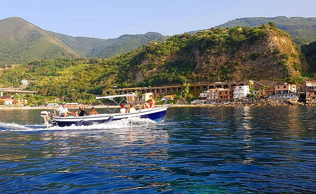 Tour in barca sulla Costa Viola